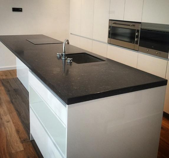 Pintar encimera de marmol cocina elegir encimera de for Encimera cocina marmol o granito
